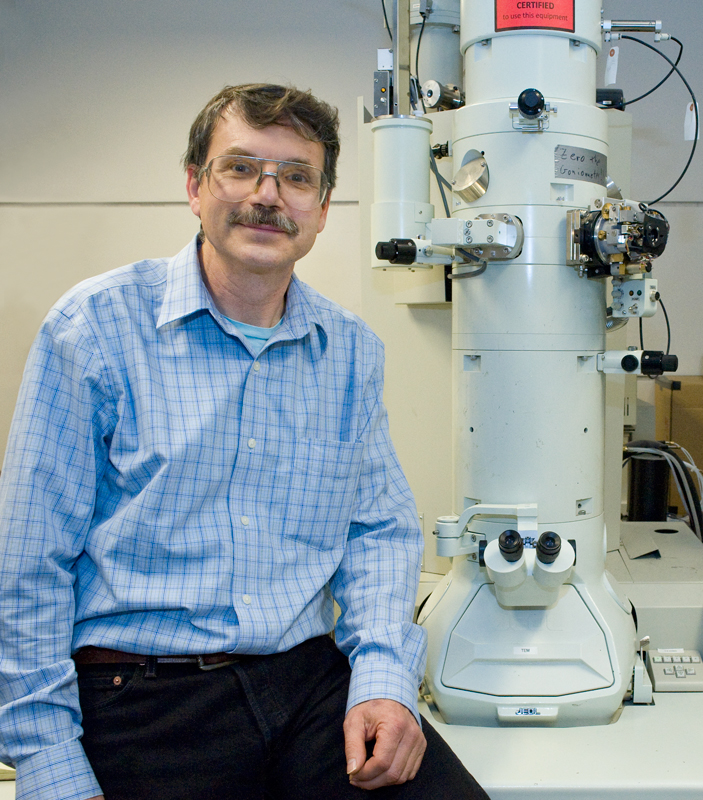 Alex Zettl in a microscope lab at Berkeley. (Credit: Lawrence Berkeley National Lab - Roy Kaltschmidt, photographer)